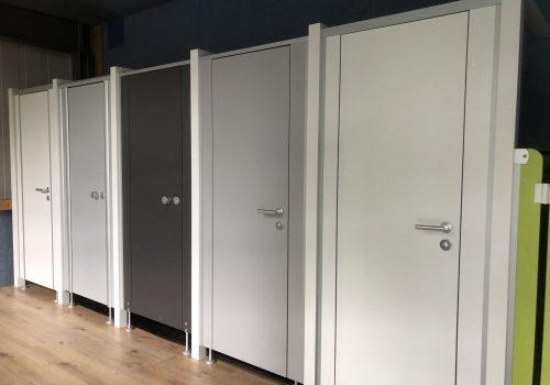 WC-Trennwände, feststehende Elementwände, Kabinenwände by CATO von Business Support Group AG
